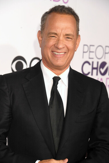 LOS ANGELES, CA - JANUARY 18: Actor Tom Hanks attends the People's Choice Awards 2017 at Microsoft Theater on January 18, 2017 in Los Angeles, California.  (Photo by Jeff Kravitz/FilmMagic)